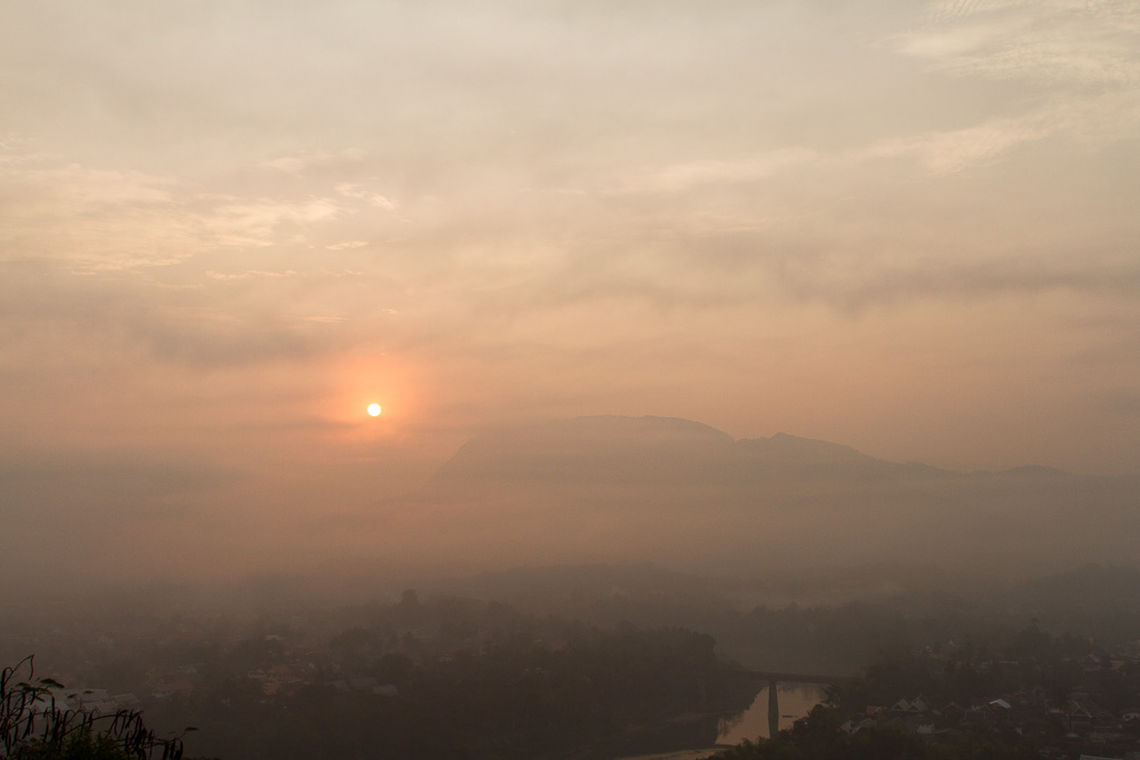 Sunrise from Wat Phousi